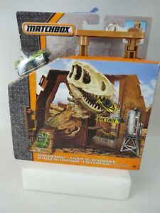 T12  Matchbox Fold & Go Playset, Dino Breakout, w/6 Wheeler Vehicle Included NEW