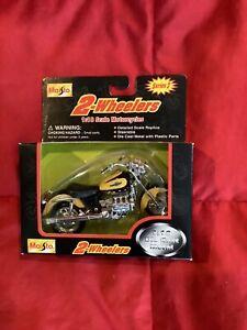 Maisto Honda Valkyrie F6 - Black/Yellow -  1/18 Diecast Motorcycle