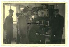Orig. Foto Nachrichten Funker beim Peilen m. Elektro Gerät Funkgerät