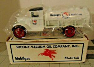 Vintage 1993 Ertl Diecast 1931 Hawkeye Tanker Coin Bank #9234 Mobilgas!!