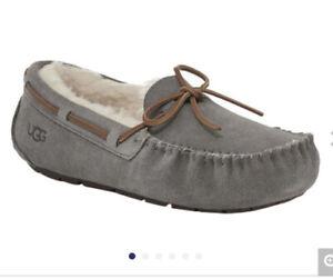 UGG Women's Dakota Size 7 Moccasin slipper shoe gray