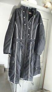 manteau en 46 marque piment rouge avec capuche
