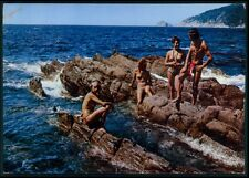Pinup pin up nude nudist naturist woman Ile du Levant original 1950s postcard kk