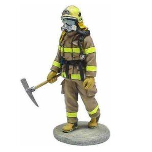 BOM036 Canada tin Lead Firefighter Fireman Figure DelPrado 1:32