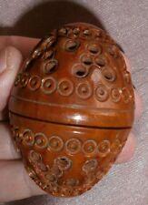 Boîte en forme d' oeuf en corozo sculpté ajouré