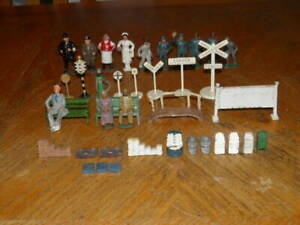 LOT OF 35+ LEAD & METAL PEOPLE BENCHES RAILROAD SIGNS BARCLAY MANOIL LIONEL