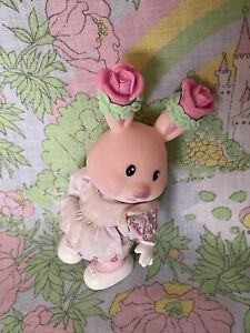 """Vintage 1996 Kidsview Tea Bunnies Rose 4"""", Clothes and Bunny Figure"""