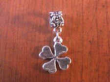 pendentif argenté trèfle à 4 feuilles porte bonheur