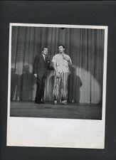 ROBERT MITCHUM + ED SULLIVAN - 1957 MTCHUM PREPARES TO SING CALYPSO - VINTAGE