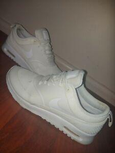 Nike ladies/Girls shoes. Ladies. Sz 7us. White