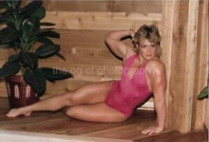 PRETTY WOMAN 80's 90's FOUND PHOTO Color MUSCLE GIRL Original EN 17 36 K