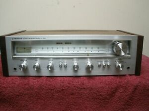 Pioneer SX-550 Vintage receiver (Blue LED's and new walnut sides) Excellent