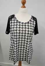 LADIES UK16 JUNAROSE HOUNDSTOOTH TOP LACE SLEEVES TSHIRT BLACK/WHITE BNWT (LC75)