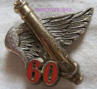 IN17397 - INSIGNE 60° Régiment d'Artillerie, chiffre 60 rouge, dos grenu argenté
