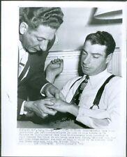 JOE DIMAGGIO ORIGINAL 8X10 1948 WIRE PHOTO