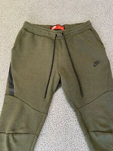 Nike Tech Fleece Jogginghose / Jogger / Hose/ Pants / Khaki . Größe M . Wie Neu.