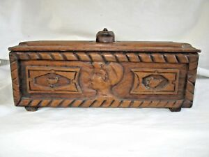 Coffret ancien en bois sculpté ..Art populaire,Auvergne daté XVIII monograme A B