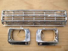 CHROME GRILL&LIGHT CASE BEZEL for TOYOTA HILUX 2WD 1982 RN45 WITH CLIPS