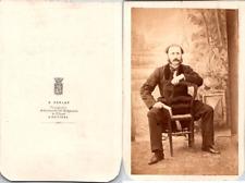 Perlat, Poitiers, Homme assis à califourchon sur une chaise Vintage CDV albumen