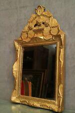 Miroir à fronton en bois et stuc doré Régence époque 18e