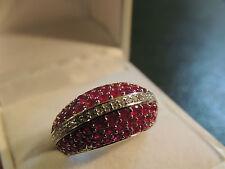 Bague or blanc 18 carats pavée de rubis et diamants