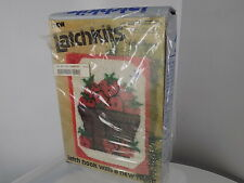Vtg Latchkits latch-hook Strawberry Basket, Betty Wilkinson, 27 X 20, box-damage
