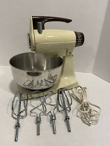 Vintage JCPenny Electric 12 Speed Mixer w/ Light, Bowl, Beaters