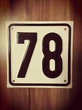 Haus Nummer 78 Schild