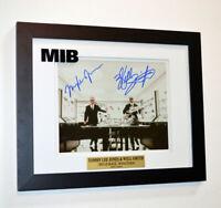 TOMMY LEE JONES Men In Black COSTUME, WILL SMITH Signed MIB, COA UACC Frame, DVD