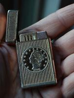ZAIMA CIGARETTE LIGHTER 1850 TWENTY D. COIN GOLD COLOR VINTAGE- C-10-JAPAN