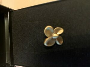 RMS QUEEN MARY LAPEL PIN (MADE FROM PROPELLER ) COLLECTABLE PROPELLER CUNARD