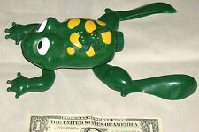 """Playmaker Toys Dongguan 110220/071 9"""" Toad Frog & Baby Legs Swim Motion Rolls"""