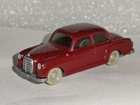 Wiking ( 220 / 3D , CS 372 / 2A ) - Mercedes 180 , weinrot