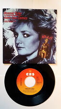 45 T vinyl. BONNIE TYLER  ( Here she comes ) 1984 . OCCASION.