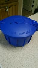 Microwave pressure cooker. Blue.