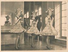Gala costume chinoiserie filles lanternes chinoise photo argentique époque