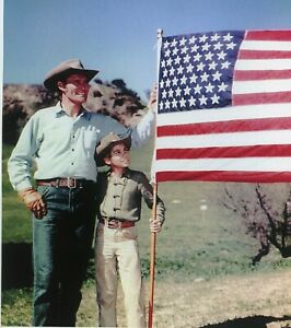 RARE STILL THE RIFLEMAN CAST HOLDING THE AMERICAN FLAG IN COLOR