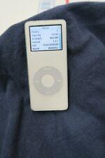 Apple iPod Nano MA004LL 1st Generation White (2 GB)