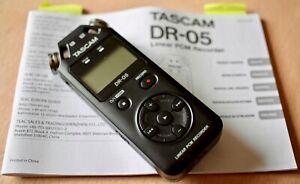 Enregistreur audio numérique portable Tascam DR-05 dans son carton d'origine