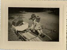 PHOTO ANCIENNE - VINTAGE SNAPSHOT - ENFANT JOUET LANDAU TROTTINETTE - CHILD TOY