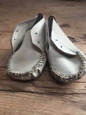 ANTIQUE WELL WORN WHITE LACE UP LEATHER BABY BOOTIES - DOLLS ?