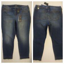 69052c3f9f4 Torrid Premium SKINNY Cropped Capri Frayed Hem Medium Wash Jeans Sz 18    65971