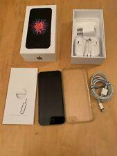 Apple iPhone SE - 32GB - Space Gray (Unlocked) A1662 (CDMA + GSM) Bundle