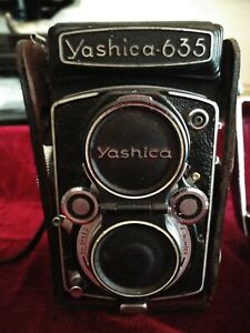 YASHICA 635, TLR,120 FILM & 35MM FILM CAMERA WITH ACCESSORIES. GREAT CONDITION.