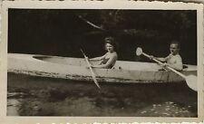 PHOTO ANCIENNE - VINTAGE SNAPSHOT - BATEAU CANOË COUPLE RIVIÈRE -BOAT KAYAK 1946
