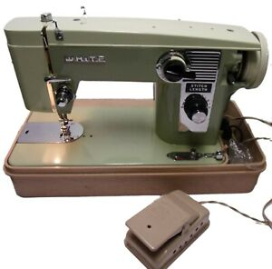 Good Old WHITE Model 570 Sewing Machine - w/Case & Foot Control - WORKS!