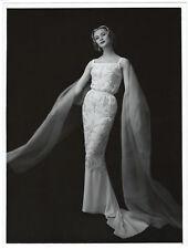 Photographie vers 1940 femme en robe de soirée sequins Mode haute-couture photo