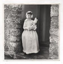 PHOTO Enfant Petite Fille Robe Costume Cérémonie Peluche Lapin Vers 1960-1970