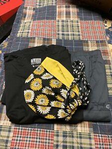 Black And Pewter xL Wonder Wink Scrub Set with black & gold Daisy scrub hat.