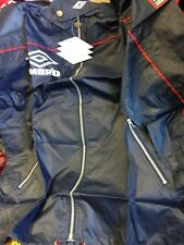UMBRO PRO TRAINING   rain  in  SMALL 36/38 INCH AT £15 ZIP FRONT  navy/RED
